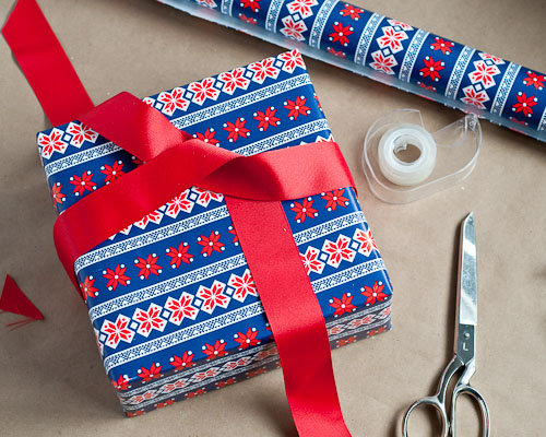 Gift Wrapping at Barnes & Noble | The King's Daughters